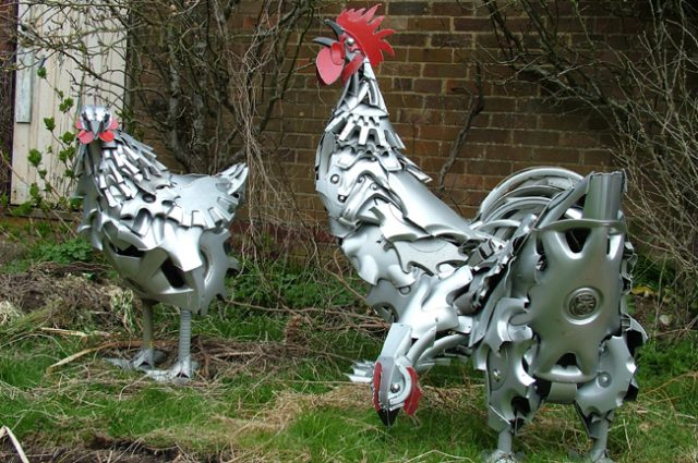 recycled sculpture scrap art green eco recycledart junk rubbish hubcap chickens cockerel rooster hens