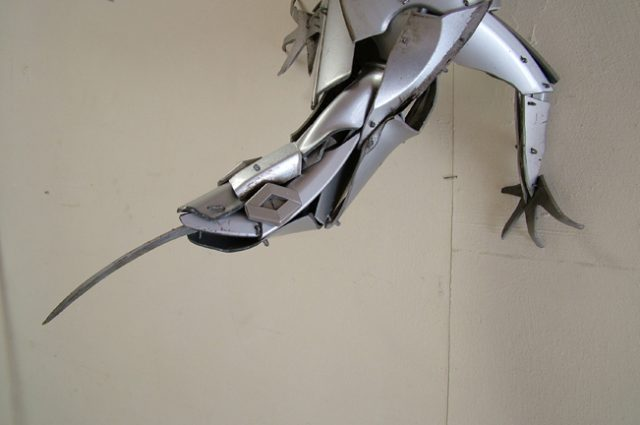 recycled sculpture scrap art green eco recycledart junk rubbish hubcap lizard