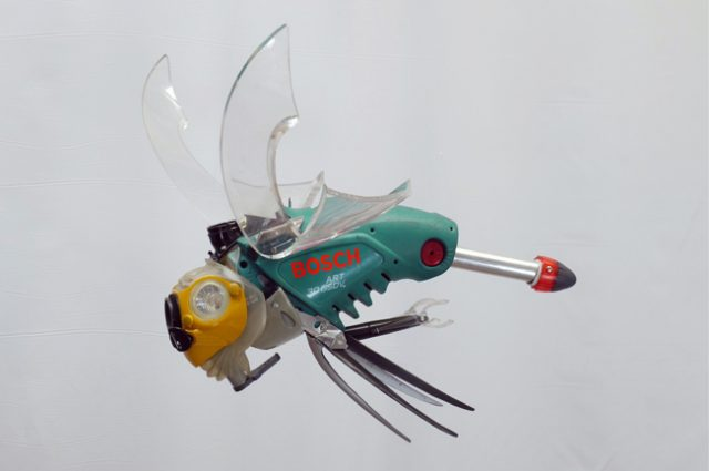 recycled sculpture scrap art green eco recycledart junk rubbish hubcap animal insect cyber bug fly